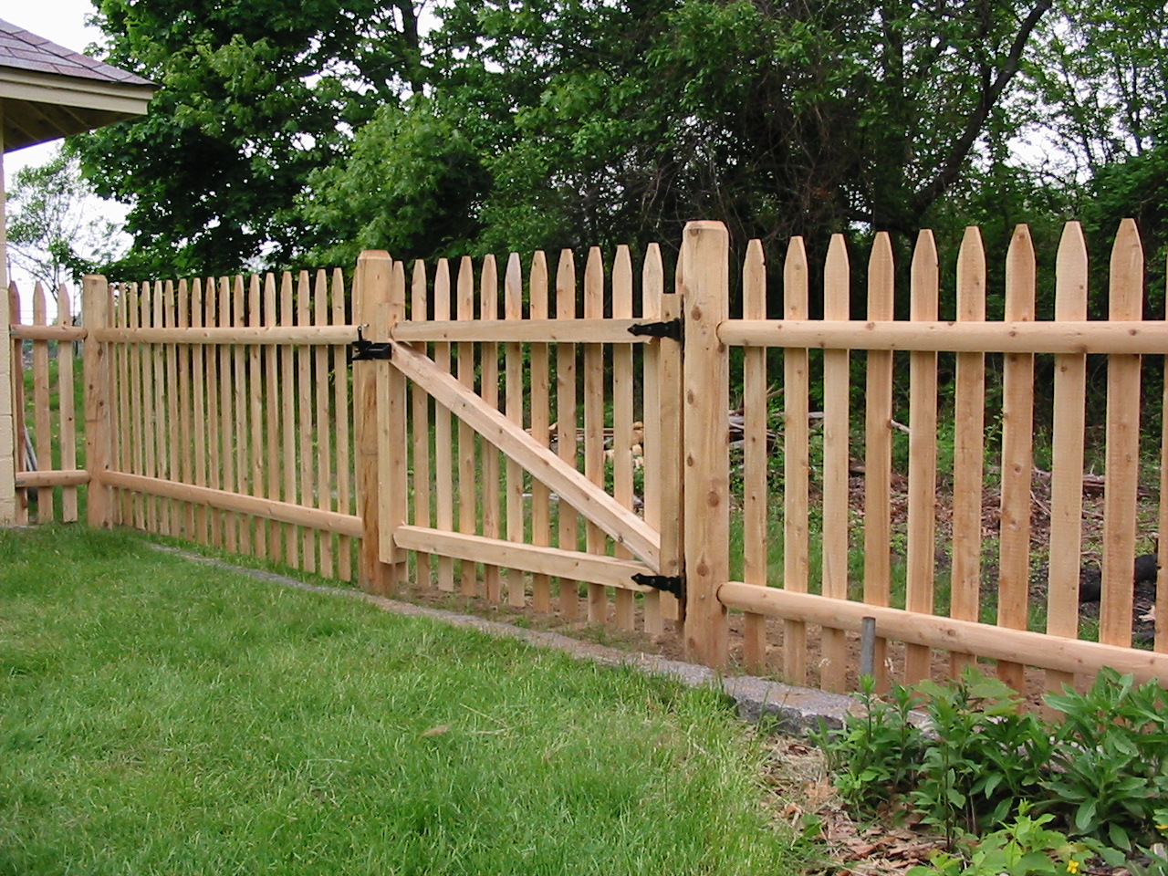 Wood fencing sentry fence iron company wood fencing click to view all photos baanklon Images